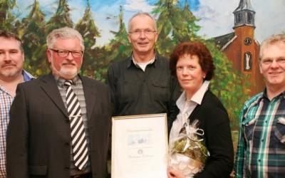 Heimatfreunde in Neusustrum bauen Remise