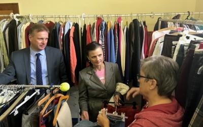 Gitta Connemann zu Besuch bei der Tafel und der Kleiderkammer in Lathen.