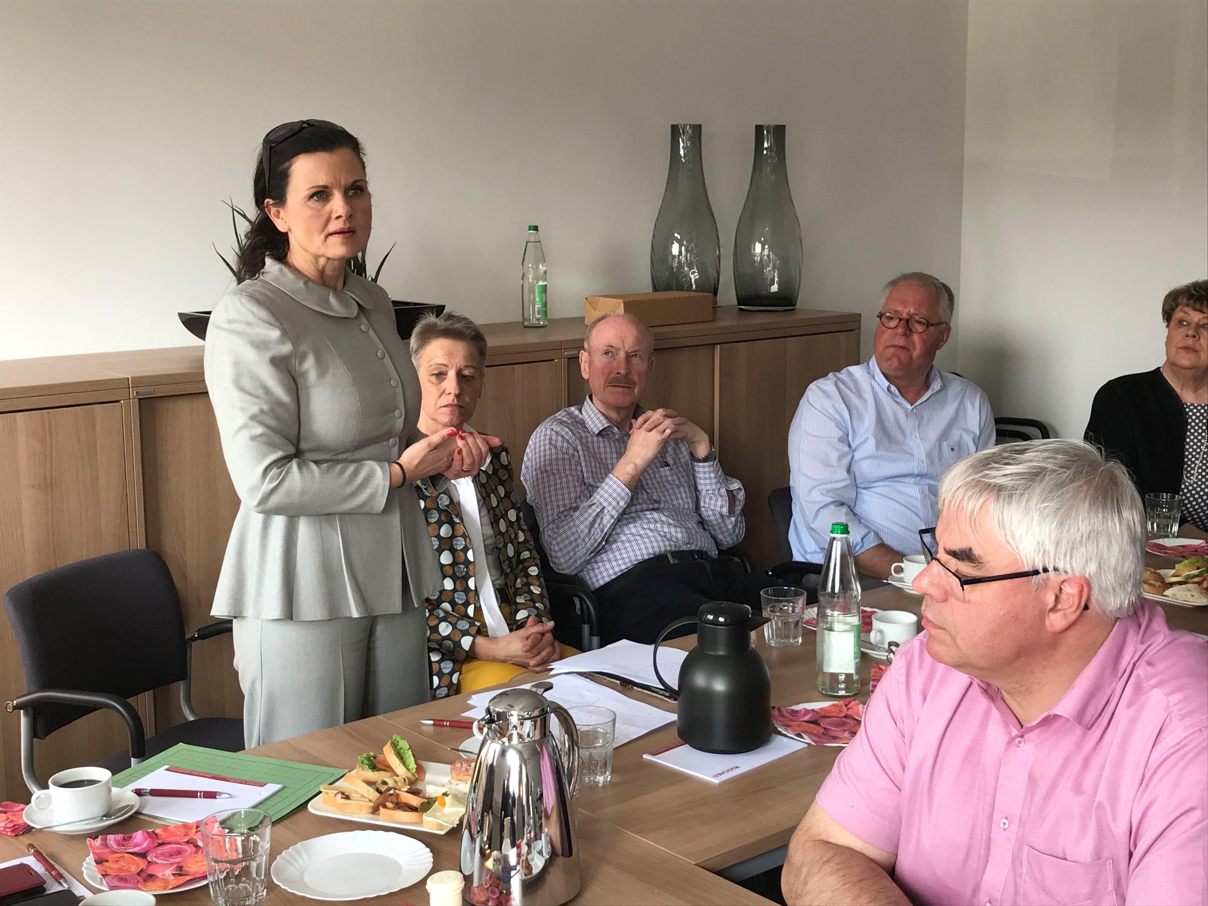 Gitta Connemann besucht Firma Rüschen GmbH & Co. KG