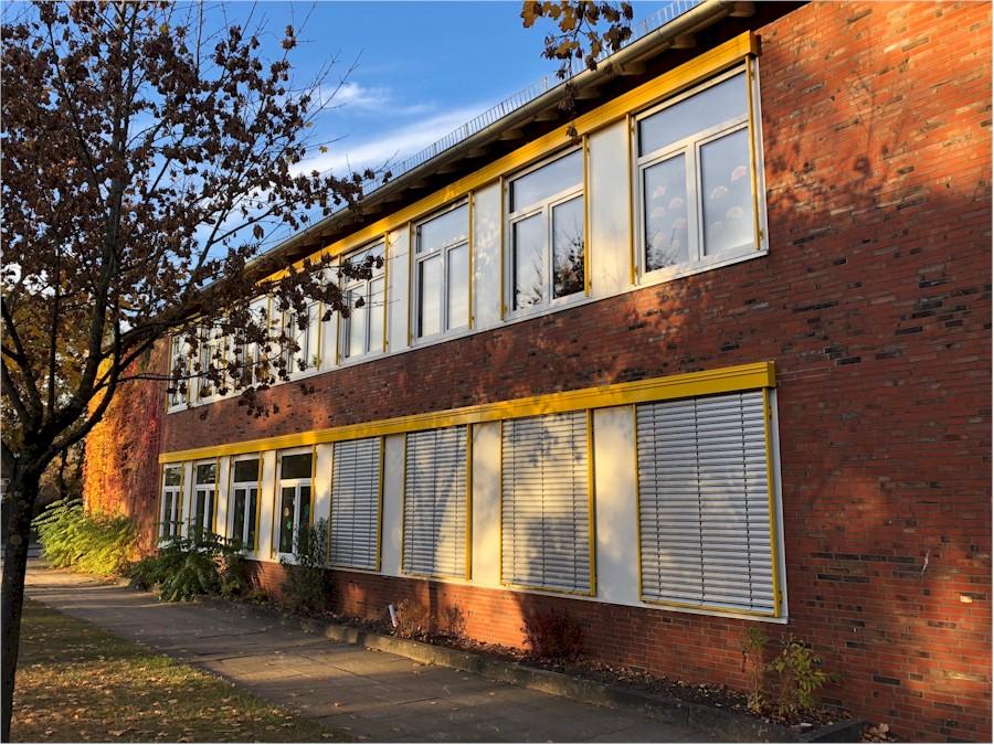 Einbau von Verschattungsvorrichtungen in der Erna-de-Vries-Schule Lathen und der Grundschule in Sustrum-Moor